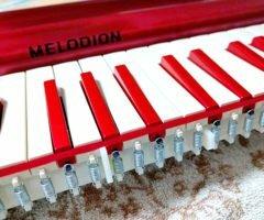鍵盤ハーモニカの鍵盤を塗装するための鍵盤の外し方と装着について